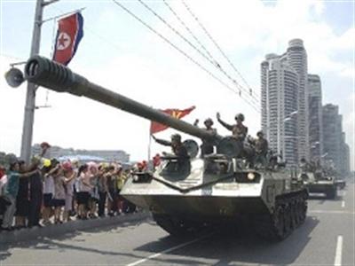 Triều Tiên điều xe tăng tới vùng biên giáp Trung Quốc