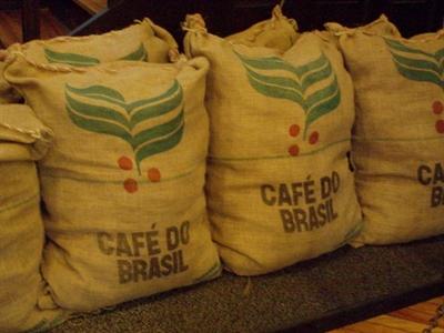 Dự trữ cà phê toàn cầu sẽ tổn thương khi sản lượng Brazil giảm