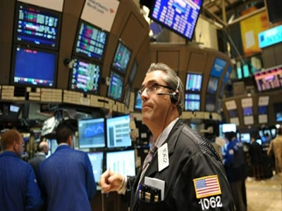 S&P 500 lên cao nhất gần 1 tháng