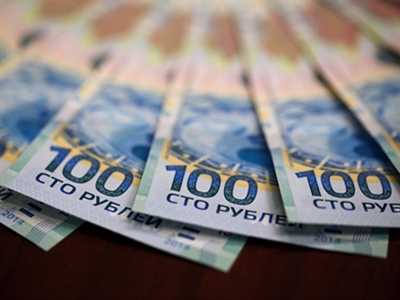 Quan chức EU đề nghị cấm giao dịch bằng đồng ruble
