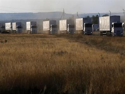Bất chấp cảnh báo, đoàn xe viện trợ của Nga tiến thẳng vào Ukraine