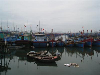 Nổ tàu chở dầu, nhiều người bị hất xuống biển