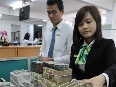 Ngân hàng lớn đồng loạt hạ lãi suất huy động