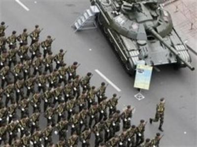 Xe tăng Ukraine rầm rập tiến về miền Đông