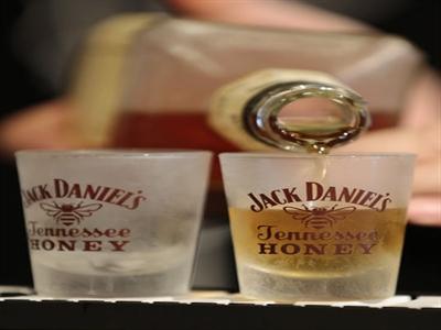 """Jack Daniel's và Jim Beam bị Nga """"sờ gáy"""""""