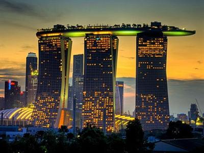 Chi 0 đồng nhận ngay HTC, vi vu Singapore miễn phí