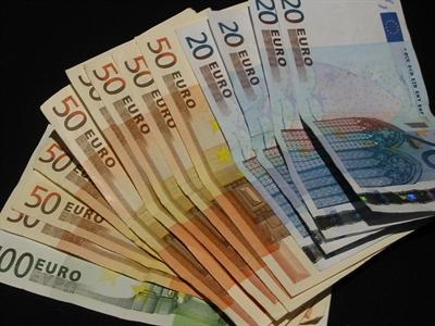 Ngân hàng lớn của Italia tính vay ECB 36 tỷ USD