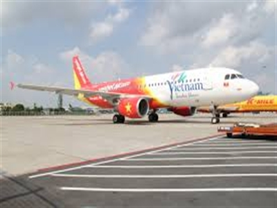 Máy bay VietJet Air phải hạ cánh gấp khi vừa bay