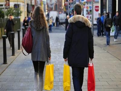 Doanh thu bán lẻ giảm 0,4% tại Eurozone và EU