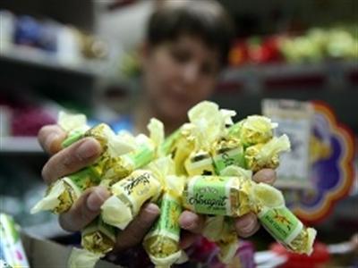 """""""Đánh phủ đầu"""" phương Tây, Nga cấm nhập khẩu bánh kẹo Ukraine"""