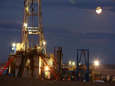 Giá dầu tăng nhẹ trở lại