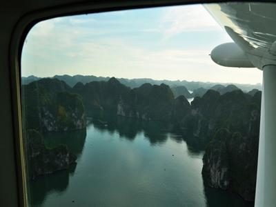 Vịnh Hạ Long nhìn từ thủy phi cơ
