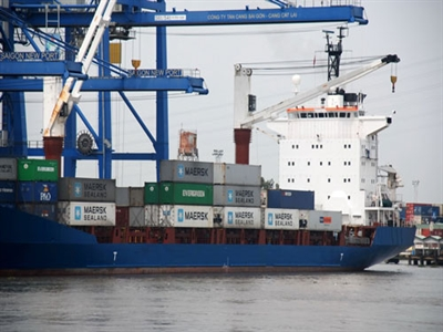 Doanh nghiệp Việt Nam tính đòi lại phí kẹt cảng