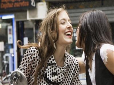 Hôn xã giao thế nào cho đúng khi ở nước ngoài
