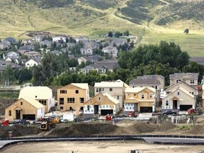 Mỹ: Lượng nhà xây mới và hoạt động sản xuất đều giảm mạnh