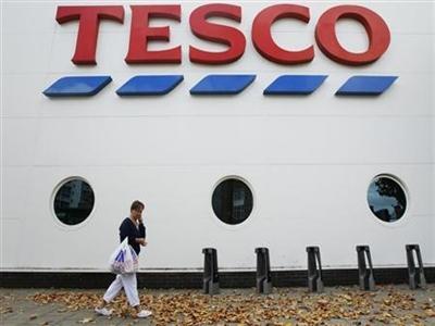 Giá cổ phiếu Tesco xuống thấp nhất 11 năm do