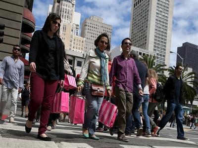 Mỹ: Thu nhập tăng thúc đẩy chi tiêu tiêu dùng tăng trong tháng 8
