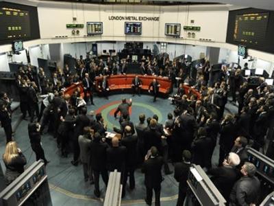 Sàn Kim loại London tăng 34% phí giao dịch lần đầu tiên từ 2012