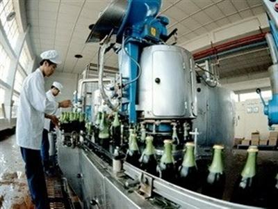 Lượng tiêu thụ bia của Việt Nam giảm 7,5% do tăng thuế