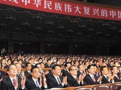 Ông Giang Trạch Dân cùng xem văn nghệ với Chủ tịch Trung Quốc Tập Cận Bình