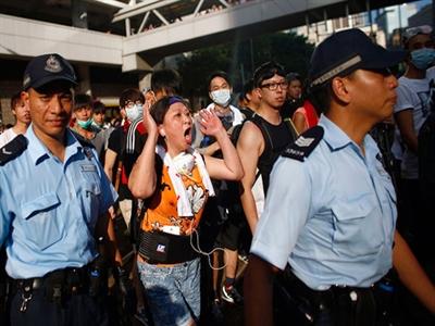 Thị trường Hong Kong mất hơn 11 tỷ USD vì biểu tình