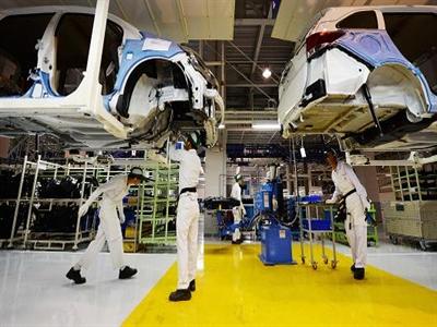 Sản lượng công nghiệp của Nhật Bản bất ngờ giảm trong tháng 8