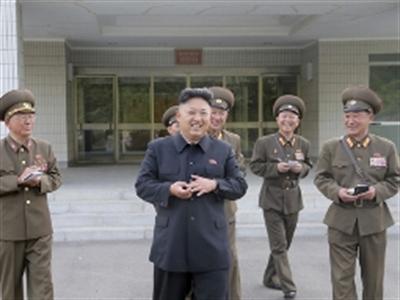 Ông Kim Jong-un nhập viện phẫu thuật chấn thương