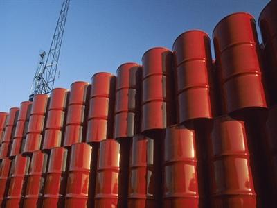 Giá dầu giảm mạnh do dư cung