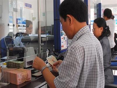 Người dân có xu hướng đổi USD ra VND để gửi tiết kiệm