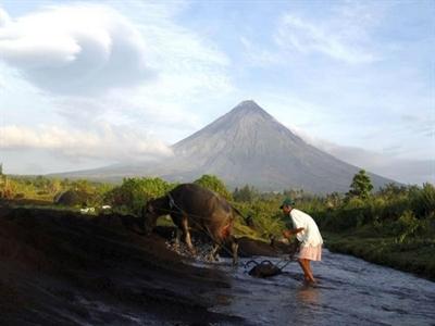 Núi lửa mạnh nhất sắp phun trào trở lại, Philippines sơ tán 55.000 dân