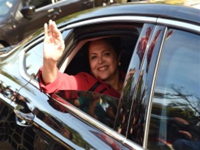 Tổng thống Brazil Rousseff không đủ phiếu để thắng cử tuyệt đối