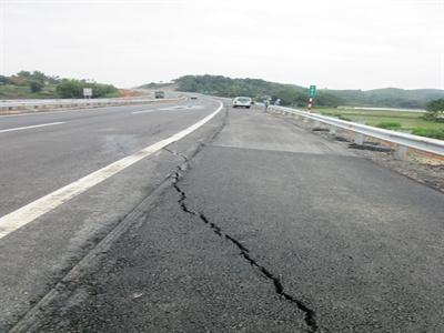 Lún nứt cao tốc Nội Bài - Lào Cai là chuyện đã biết trước