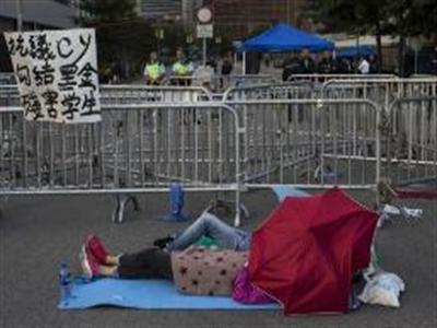Chứng khoán Hong Kong bốc hơi 50 tỷ USD, biểu tình rơi vào ngõ cụt