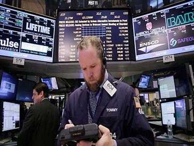 Chứng khoán Mỹ đột ngột lao dốc do lo ngại về tăng trưởng