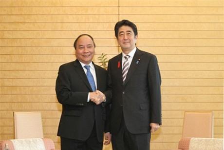Phó Thủ tướng Nguyễn Xuân Phúc hội kiến Thủ tướng Nhật Bản Shinzo Abe