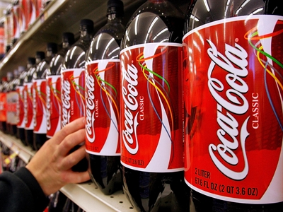 Giá cổ phiếu Coca-Cola lên cao nhất hơn 16 năm