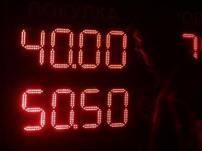 Hơn 40% dân Nga không hiểu vì sao ruble liên tục trượt giá