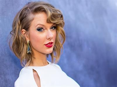 Taylor Swift là người đầu tiên nhận 2 giải Billboard Người phụ nữ của năm