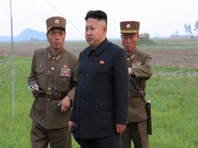 Kim Jong-un bị thương khi thị sát tập trận?