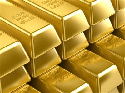 Giá vàng rơi từ mức cao nhất 4 tuần khi giá dầu giảm, USD tăng