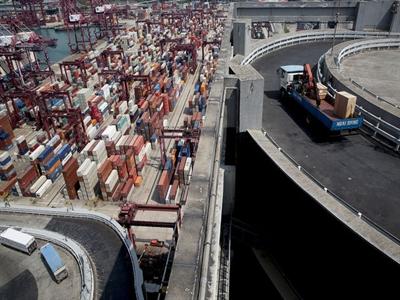 Xuất khẩu tháng 9 của Trung Quốc tăng vọt do giả mạo hóa đơn?