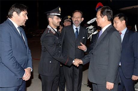 Thủ tướng Nguyễn Tấn Dũng tới Italy