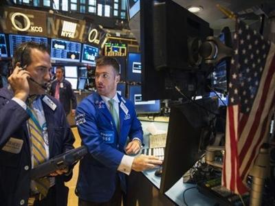 Tiếp tục bán tháo, chứng khoán Mỹ lại trượt dốc