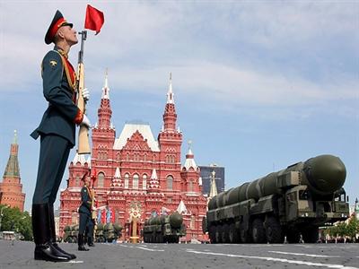 Nga bị Moody's hạ xếp hạng tín dụng xuống Baa2