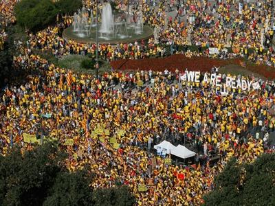 Biểu tình rung chuyển Barcelona đòi tách Catalonia khỏi Tây Ban Nha