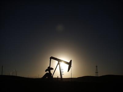 Giá dầu tiếp tục giảm do lo ngại sản lượng OPEC