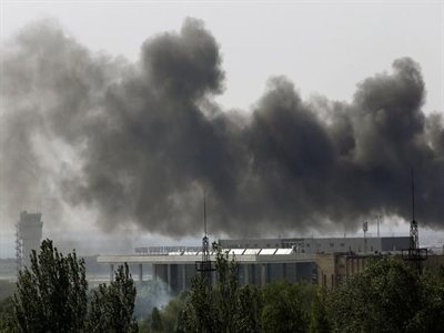 Pháo kích rung chuyển miền Đông Ukraine sau khi được quyền tự trị