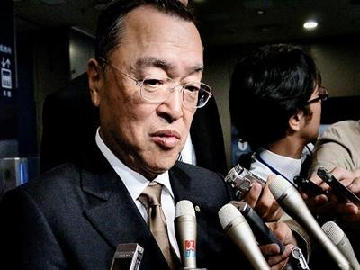 Bộ trưởng Nhật vừa nhậm chức đã dính bê bối