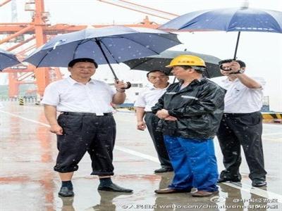 Ảnh ông Tập Cận Bình cầm ô đoạt giải thưởng báo chí của Trung Quốc