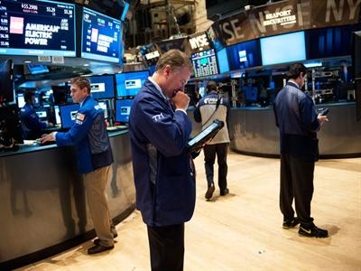 S&P 500 có tuần tăng điểm mạnh nhất gần 1 năm bất chấp Ebola